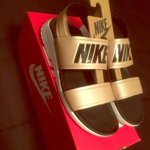 Nike Women's Tanjun Sandal w/strap; Size 10